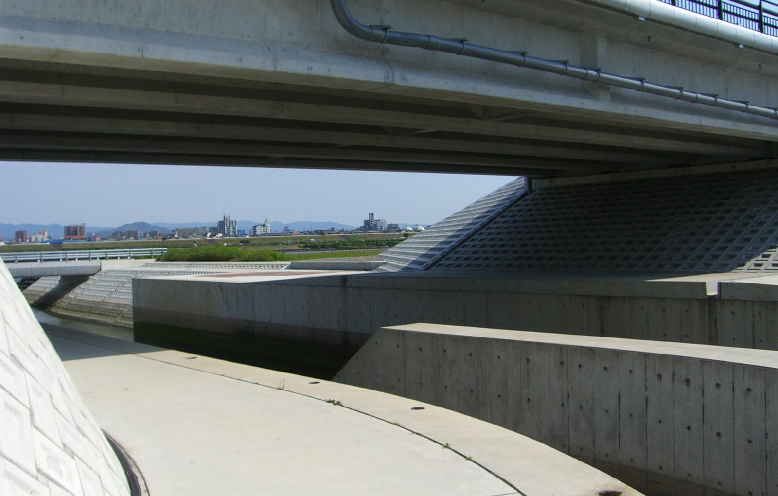 鳴滝川合流部河道整備(その2)工事
