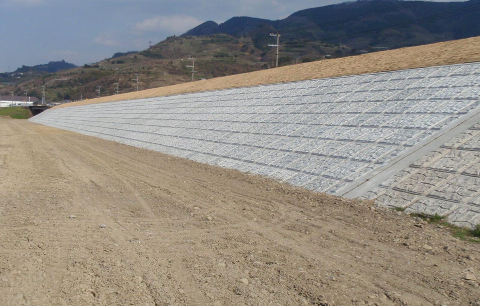 三谷地区築堤護岸工事
